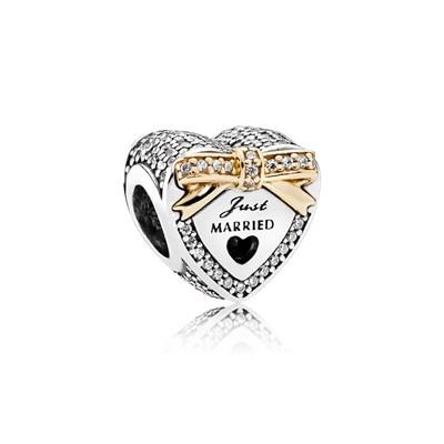 charm pandora cuore con anello dentro